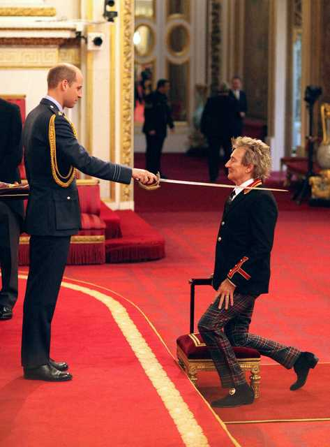 Tonight's the knight: Rod Stewart becomes Sir Rod at Buckingham palace