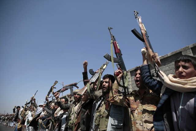 US threatens retaliation for attack on US warships off Yemen