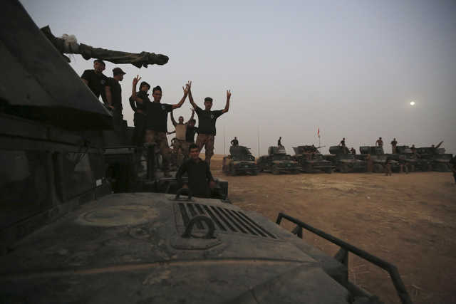 Iraqi special forces arrive outside Mosul