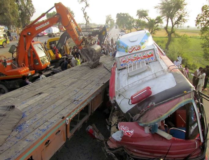 At least 30 killed as two buses collide in Pakistan