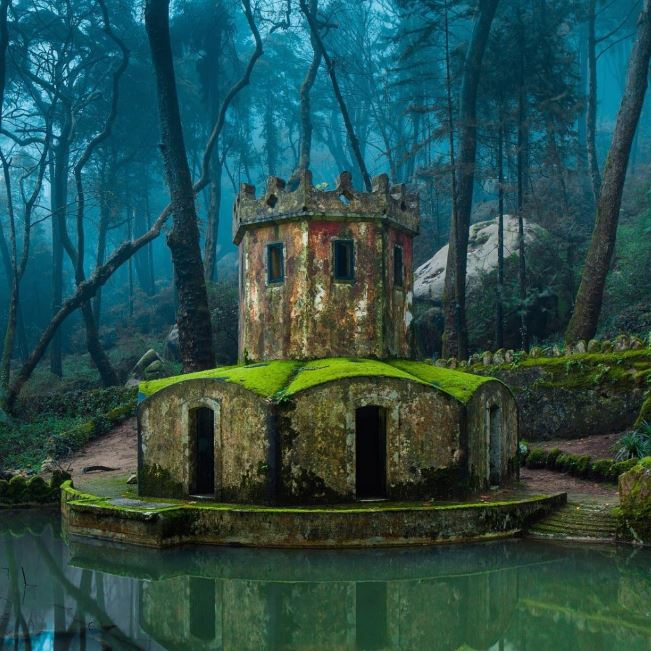 10 stunning photos of abandoned places and things
