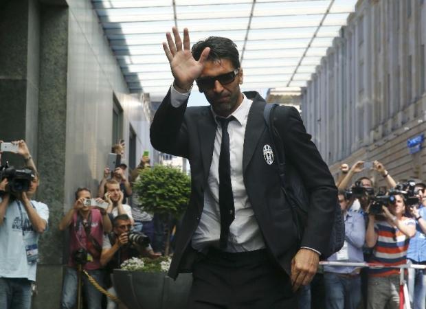 Buffon reveals Italy job interest