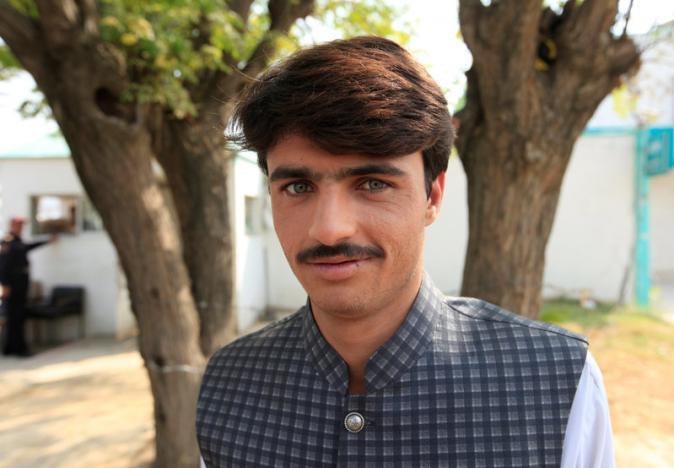 Pakistan's newest celebrity, a handsome tea seller, rejects film talk