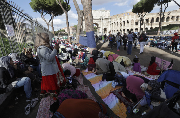 Muslims pray at Colosseum, protesting against Rome mosque closures