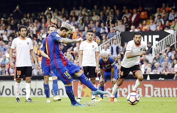 Messi late goal seals Barca win