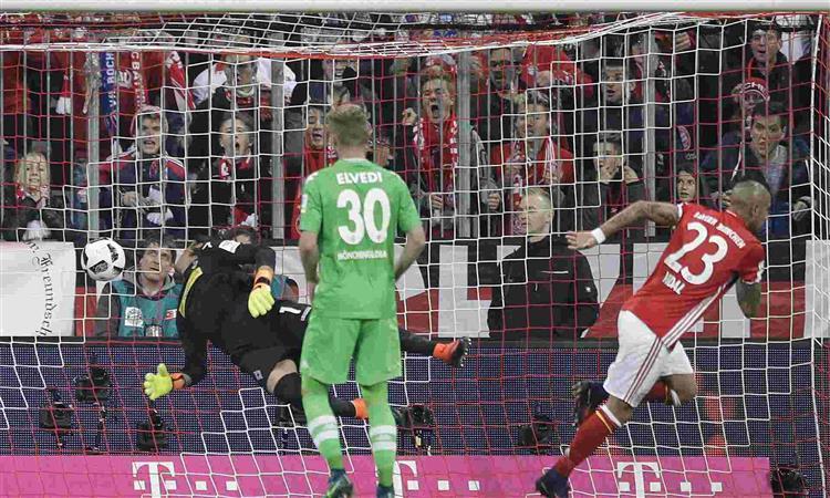Bayern Munich down Borussia Moenchengladbach