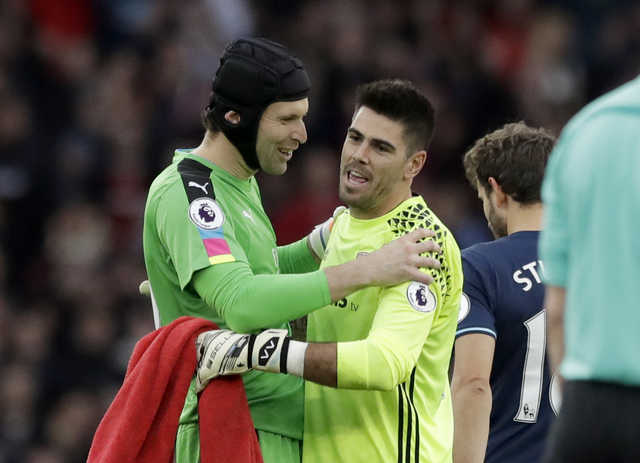 Cech spares Arsenal's blushes in draw with Middlesbrough