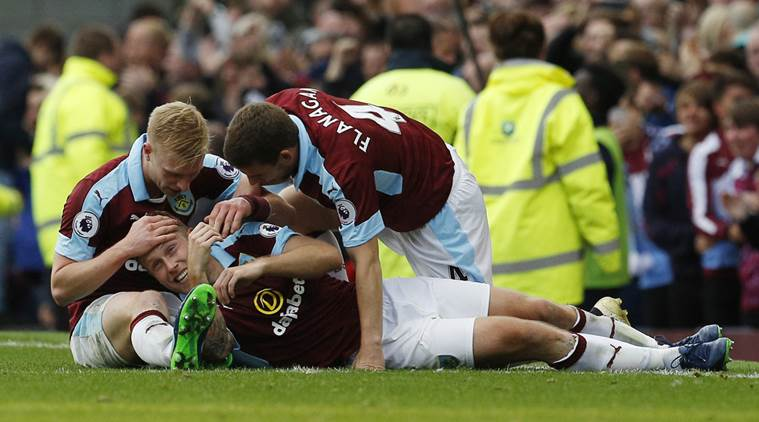 Arfield strikes late to earn Burnley win over Everton