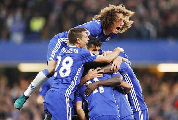 Premier League: Chelsea destroy United