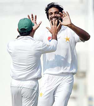 Pakistan close in on series win