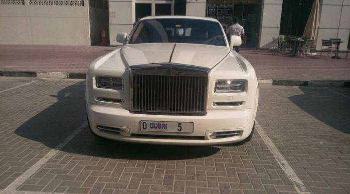Billionaire owner of number plate D5's Rolls Royce fined for wrong parking