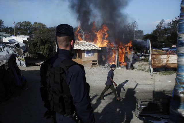 Demolition of Calais jungle begins