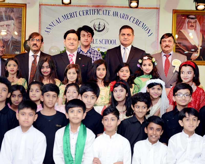 Young scholars honoured