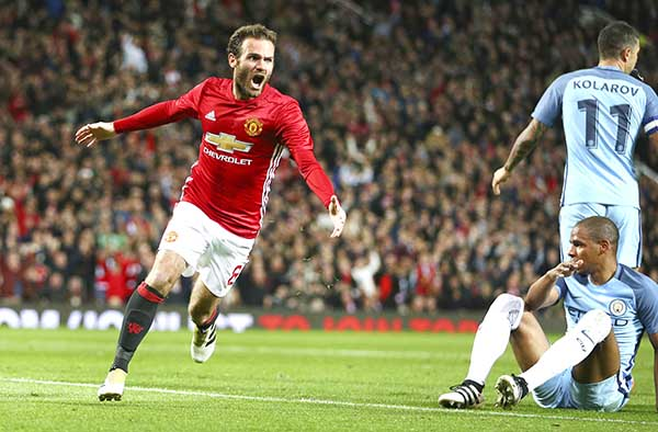 English League Cup: MANCHESTER UNITED REACH QUARTERS