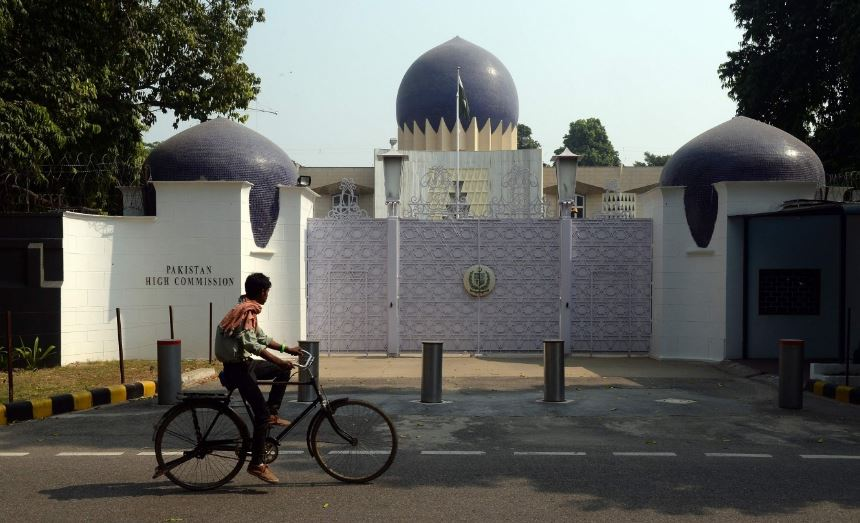 India expels Pakistani visa official for 'espionage'
