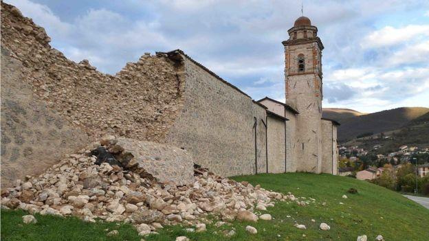Quakes damage historic Italian towns