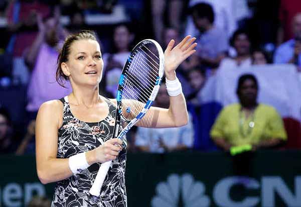 Radwanska sets up Kerber clash