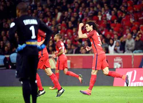 Cavani goal helps PSG hold off Lille