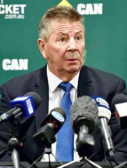 Aussie chief selector quits
