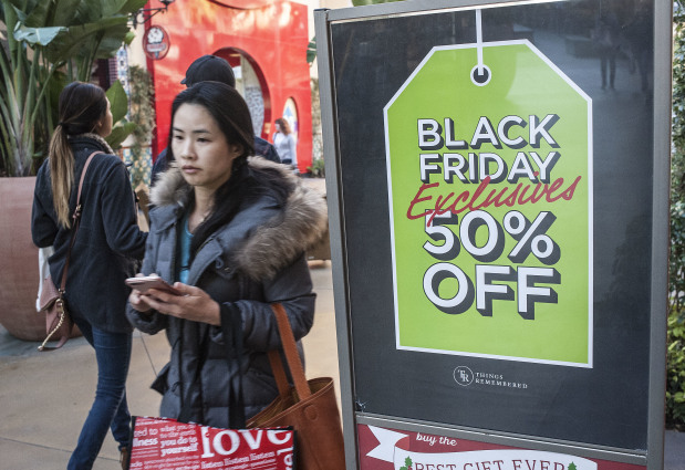 US Thanksgiving, Black Friday store sales fall, online rises