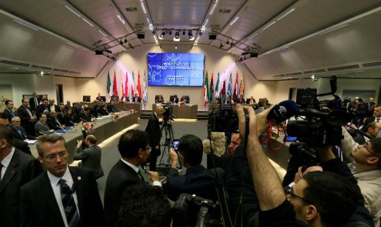 OPEC scrambles to agree crucial oil output cut