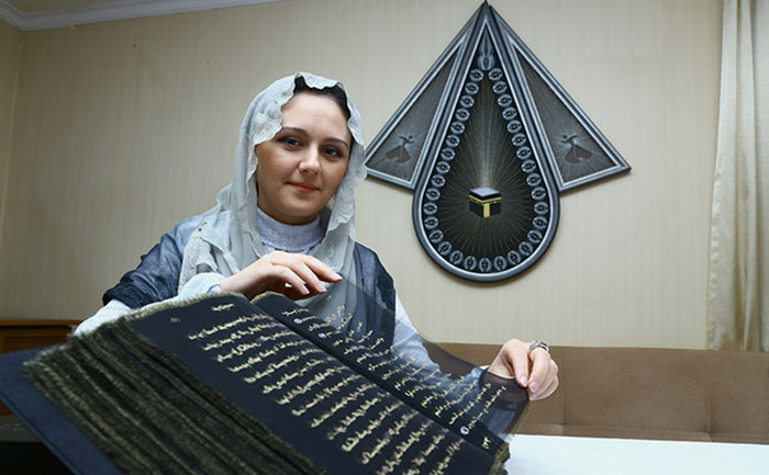 In Pictures: Azerbaijani artist writes the entire Quran in gold on silk sheets