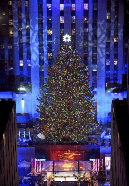 Photos: Thousands attend Rockefeller Christmas tree lighting