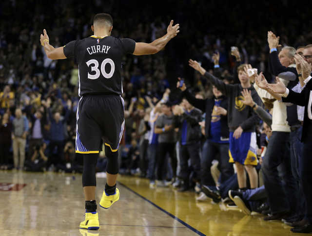 NBA: Curry's 31 leads Golden State Warriors to easy win over Phoenix Suns