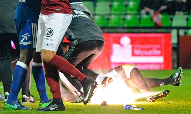 VIDEO: Lyon goalkeeper in hospital after Metz firecrackers