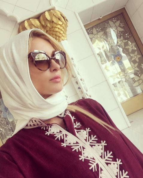Paris Hilton looks stunning in abaya at Sheikh Zayed Grand Mosque