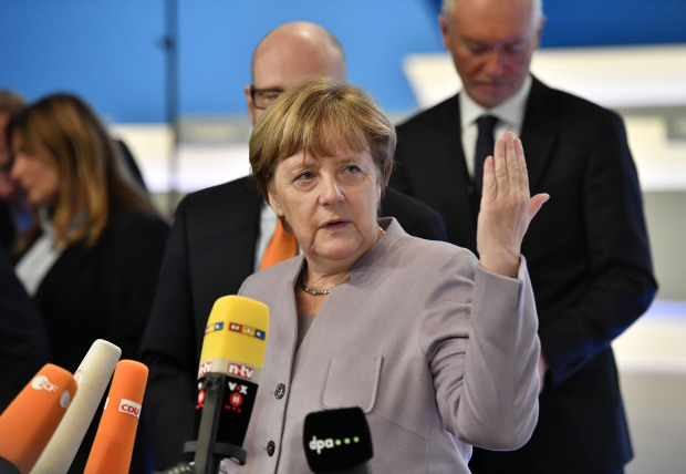 Merkel to ready troops for 2017 election battle