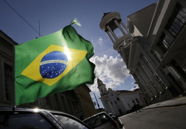 Brave investors rake big returns on Brazil stocks in 2016