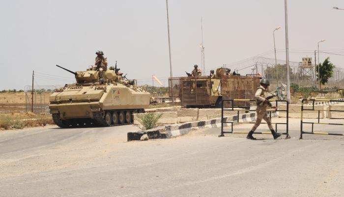 Sinai explosion kills officer and soldier