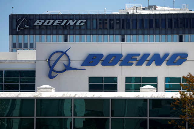 Boeing falls short on 2016 orders, deliveries hit target