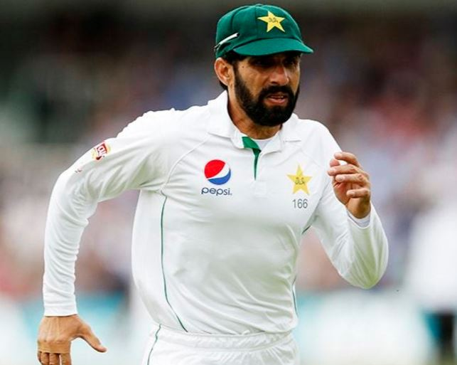 Former Pakistan stars call for Misbah to step down