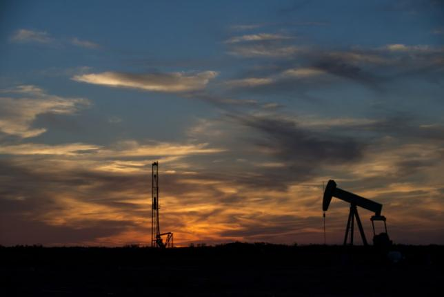Oil down four percent on concerns over rising Iraqi exports, U.S. output