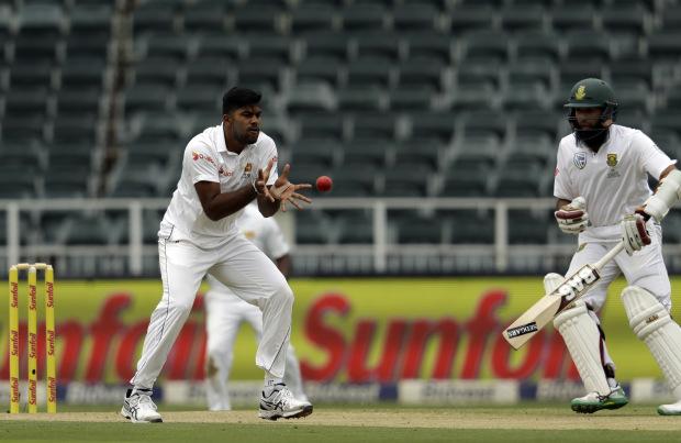 Sri Lanka make double strike against South Africa