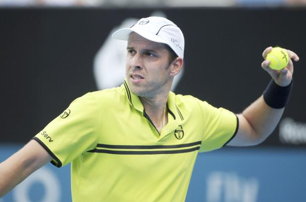 Muller moves into semis