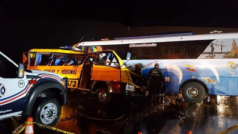 Ecuador: At least 19 dead, 17 hurt in a bus crash
