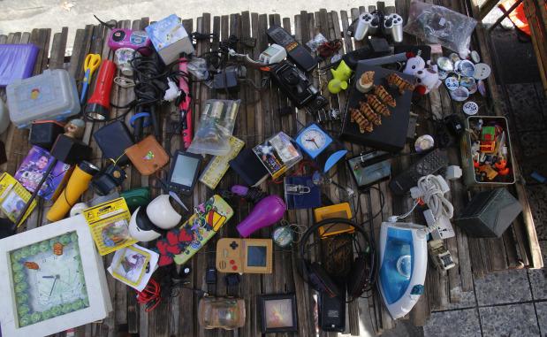 Gadget mountain rising in Asia threatens health, environment