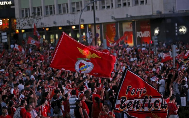 Benfica rallies from three goals down in Portuguese league