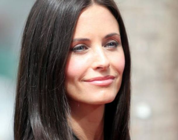 Courteney Cox planning to move to London