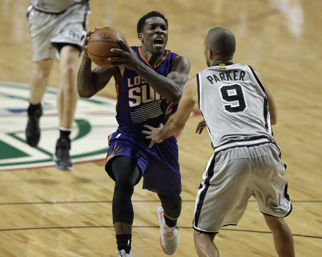 NBA: Suns beat Spurs, Clippers defeat Lakers