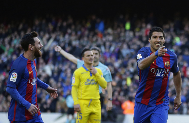 Barca win with Suarez double