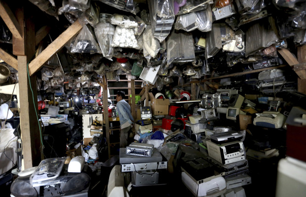 Gadget mountain rising in Asia threatens health, environment