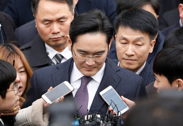 Samsung chief questioned behind closed doors in arrest warrant hearing