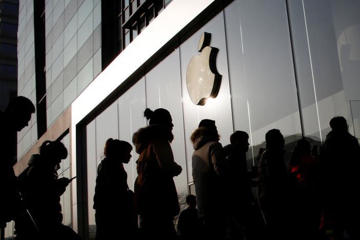 Apple depicts Qualcomm as a shady monopolist in $1billion lawsuit