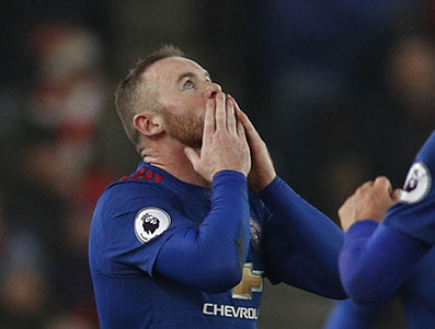 Rooney breaks United record