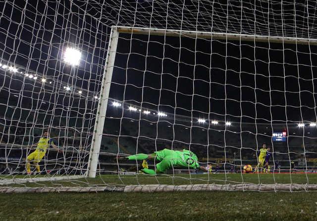 Serie A: Fiorentina teen breaks duck in Chievo romp
