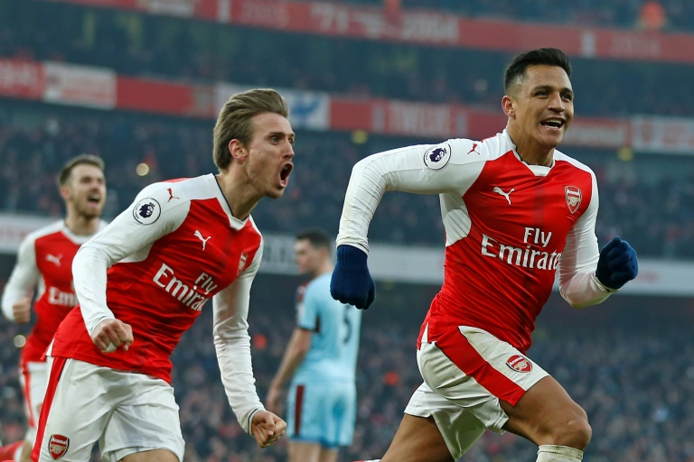 Ice-cool Sanchez lifts 10-man Arsenal to dramatic win